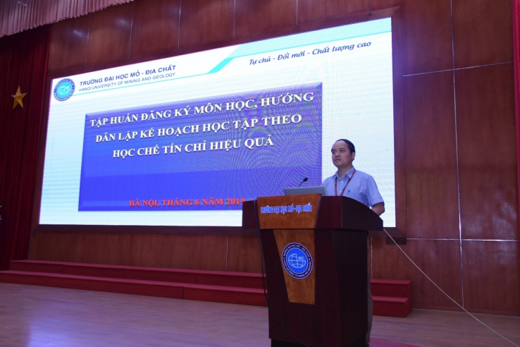 TS Lê Xuân Thành, Trưởng phòng Công tác chính trị-Sinh viên khai mạc buổi tập huấn